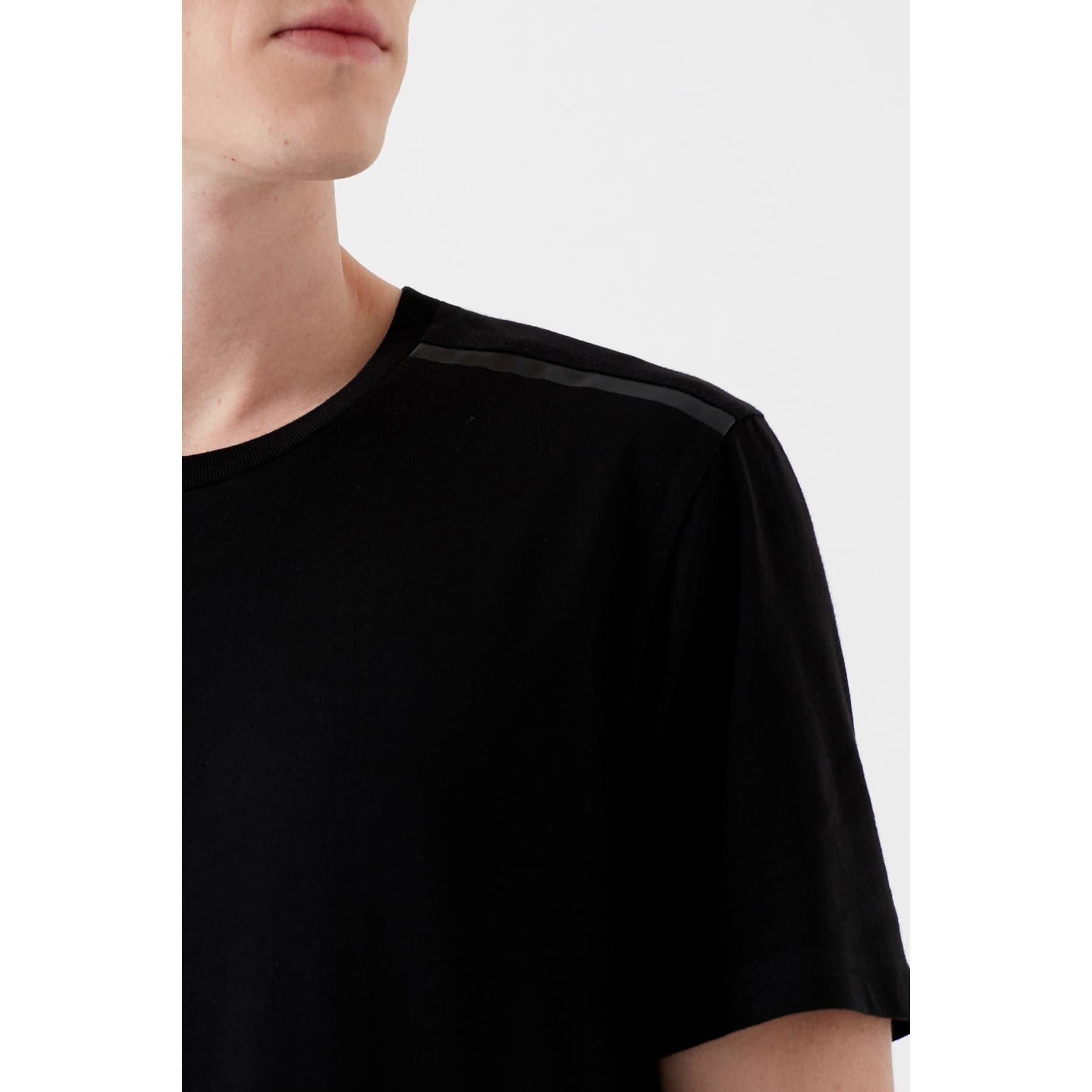 Omzu Baskili Tişört Siyah