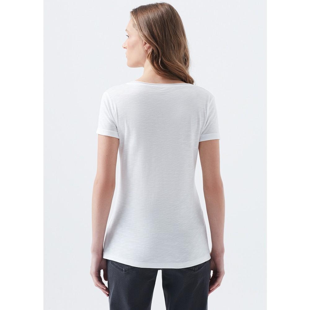 Mavi V Yaka Kadın Beyaz Tişört (Normal Kesim)