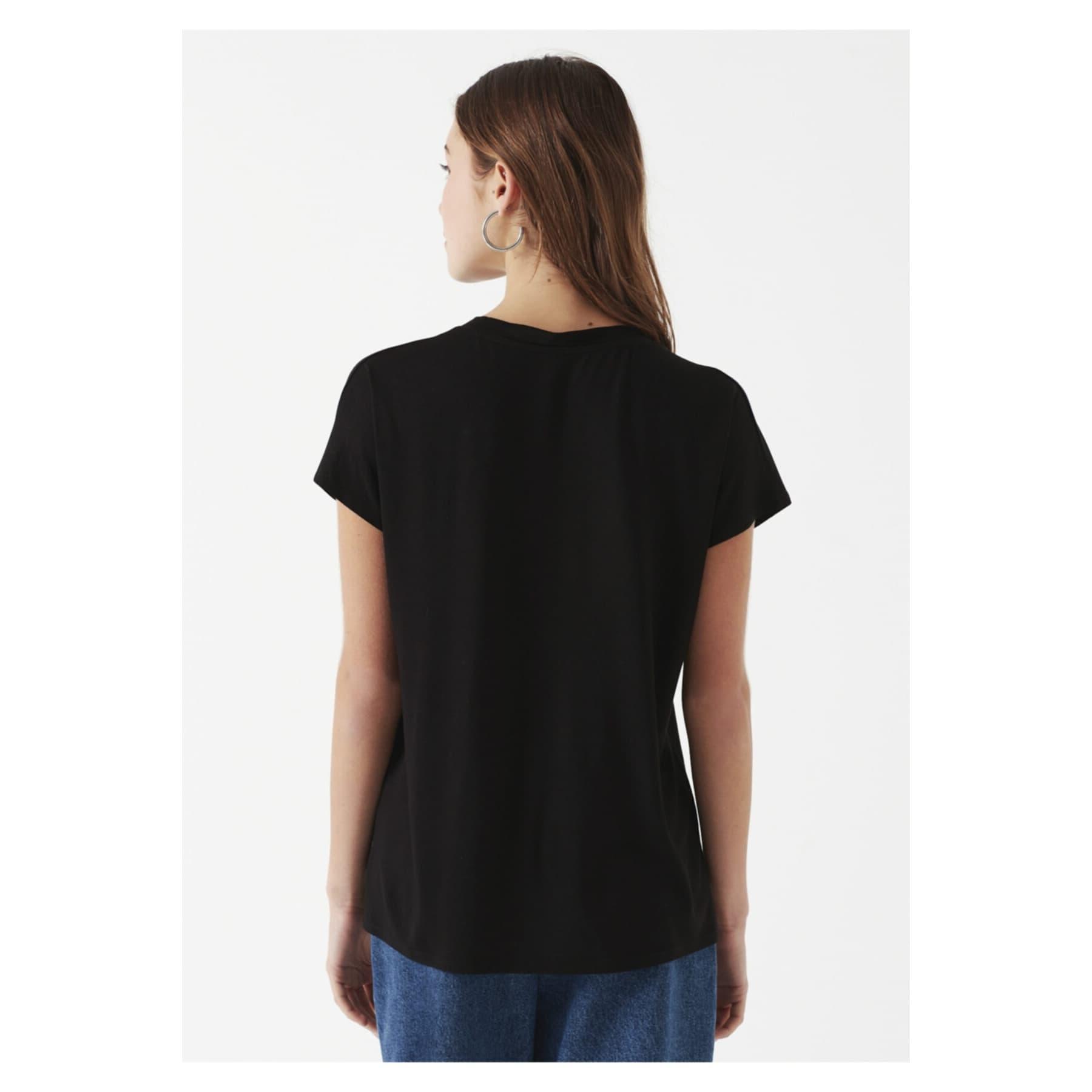 Mavi V Yaka Kadın Siyah Basic Tişört (oversize)