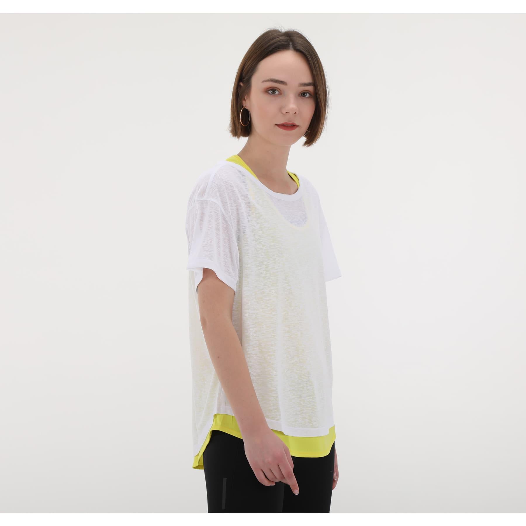Adapt to Chaos Kadın Beyaz Koşu Tişörtü